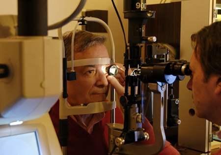 Examen chez un ophtalmologue